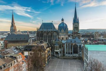 Aachen Cathedral in winter : Stock Photo or Stock Video Download rcfotostock photos, images and assets rcfotostock | RC-Photo-Stock.: