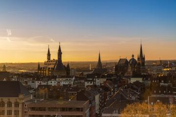 Aachen Dom und Rathaus am Morgen : Stock Photo or Stock Video Download rcfotostock photos, images and assets rcfotostock   RC-Photo-Stock.: