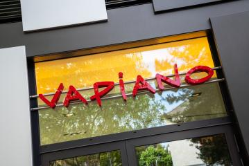 AACHEN, GERMANY JULY 2019:  Vapiano restaurant Logo. Vapiano is a European restaurant franchise company headquartered in Cologne.- Stock Photo or Stock Video of rcfotostock | RC-Photo-Stock