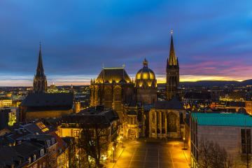 Aachener Dom seit 40 Jahren Welterbe zum Sonnenuntergang : Stock Photo or Stock Video Download rcfotostock photos, images and assets rcfotostock   RC-Photo-Stock.: