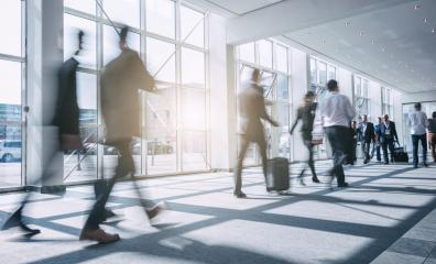 Anonyme Geschäftsleute gehen durch Büro- Stock Photo or Stock Video of rcfotostock | RC-Photo-Stock