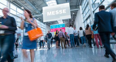 Anonyme Masse Menschen in Messe Halle : Stock Photo or Stock Video Download rcfotostock photos, images and assets rcfotostock | RC-Photo-Stock.: