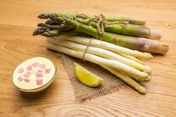 asparagus spears with hollandaise sauce and lemon- Stock Photo or Stock Video of rcfotostock | RC-Photo-Stock