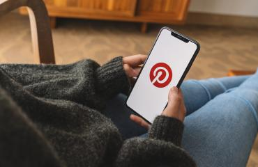 BERLIN, GERMANY AUGUST 2019: Woman hand holding iphone Xs with logo of Pinterest application in a living room. Pinterest is an online pinboard that allows people to pin their interesting things.- Stock Photo or Stock Video of rcfotostock | RC-Photo-Stock