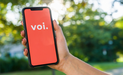 BERLIN, GERMANY AUGUST 2019: Woman hand holding iphone Xs with logo of VOI app displayed on a smartphone to rent a e-Scooter. Voi is a rental electric scooter company. Quick and easy way to travel- Stock Photo or Stock Video of rcfotostock | RC-Photo-Stock