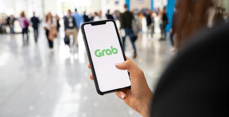 BERLIN, GERMANY JANUARY 2020:  Woman hand holding iphone Xs with logo of Grab application in a pedestrian zone. Grab is smartphone app all-in-one transport booking in South-East Asia. : Stock Photo or Stock Video Download rcfotostock photos, images and assets rcfotostock | RC-Photo-Stock.:
