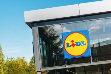 BERLIN, GERMANY JULY 2019: Lidl logo on Lidl supermarket. Lidl is a german supermarket chain : Stock Photo or Stock Video Download rcfotostock photos, images and assets rcfotostock | RC-Photo-Stock.: