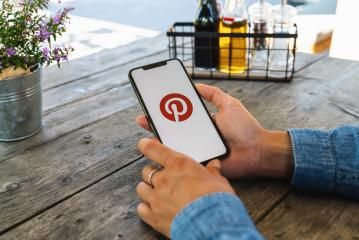 BERLIN, GERMANY JULY 2019: Woman hand holding iphone Xs with logo of Pinterest application in a restaurant. Pinterest is an online pinboard that allows people to pin their interesting things.- Stock Photo or Stock Video of rcfotostock | RC-Photo-Stock