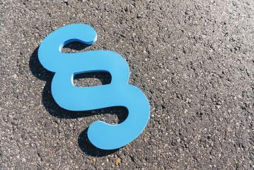 blue paragraph symbol at the street, copyspace for your individual text.- Stock Photo or Stock Video of rcfotostock   RC-Photo-Stock