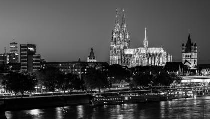 Cologne Cathedral at night in black and white colors- Stock Photo or Stock Video of rcfotostock | RC-Photo-Stock