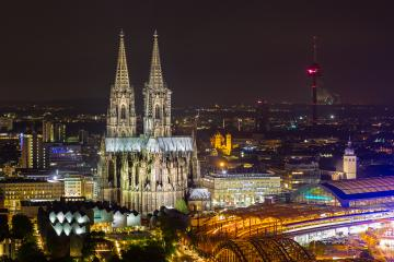 Cologne Cathedral in Cologne at night- Stock Photo or Stock Video of rcfotostock | RC-Photo-Stock