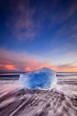 Diamond Beach, Eisblock am schwarzen Strand, Sonnenuntergang, Island : Stock Photo or Stock Video Download rcfotostock photos, images and assets rcfotostock | RC-Photo-Stock.: