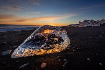Diamond Beach, Eisblock am schwarzen Strand, Sonnenuntergang, Sonne, Island : Stock Photo or Stock Video Download rcfotostock photos, images and assets rcfotostock | RC-Photo-Stock.: