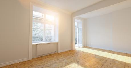 Empty bright white room in old building with balcony in london- Stock Photo or Stock Video of rcfotostock | RC-Photo-Stock