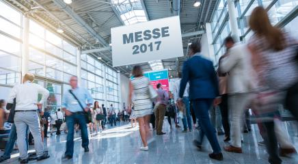 Messe 2017 - Anonyme Masse Menschen in Messe Halle- Stock Photo or Stock Video of rcfotostock | RC-Photo-Stock