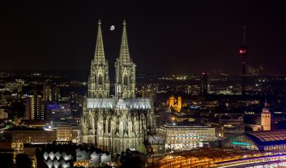 moon over cologne Cathedral- Stock Photo or Stock Video of rcfotostock | RC-Photo-Stock