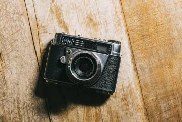 Retro camera on wood table background- Stock Photo or Stock Video of rcfotostock | RC-Photo-Stock