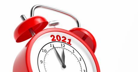 Silvester 2021 Konzept auf rotem Wecker 5 vor 12- Stock Photo or Stock Video of rcfotostock | RC-Photo-Stock