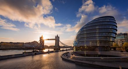 Tower Bridge mit Rathaus und Sonnenaufgang, London, Vereinigtes Königreich : Stock Photo or Stock Video Download rcfotostock photos, images and assets rcfotostock | RC-Photo-Stock.: