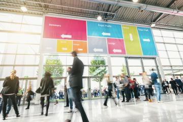 Tradeshow Visitors rushing in a modern hall- Stock Photo or Stock Video of rcfotostock | RC-Photo-Stock