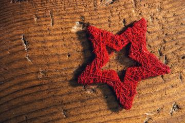 traditional christmas star on wooden background - top view- Stock Photo or Stock Video of rcfotostock   RC-Photo-Stock