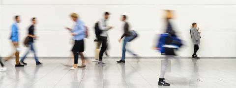 Viele anonyme Menschen in vollem Einkaufszentrum - Stock Photo or Stock Video of rcfotostock | RC-Photo-Stock
