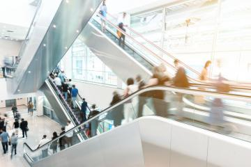 Viele Leute auf Rolltreppe auf Messe oder Kongress- Stock Photo or Stock Video of rcfotostock | RC-Photo-Stock