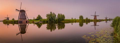 Windmühlen in einer Reihe zum Sonnenuntergang, Kinderdijk, Niederlande, Spiegelung : Stock Photo or Stock Video Download rcfotostock photos, images and assets rcfotostock | RC-Photo-Stock.: