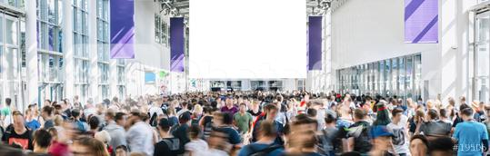 Anonyme Menschenmenge geht auf Messe mit leerem plakat als Mock-Up  : Stock Photo or Stock Video Download rcfotostock photos, images and assets rcfotostock | RC-Photo-Stock.: