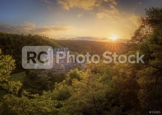 Burg Eltz im Sonnenlicht, Sonnenuntergang, Sommer, Bäume, grün, Deutschland  : Stock Photo or Stock Video Download rcfotostock photos, images and assets rcfotostock | RC-Photo-Stock.: