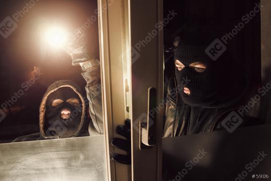 Burglar Teamwork at night to breaking and entering a victim
