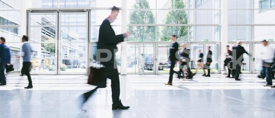 Menge Business Leute im gang am Flughafen  : Stock Photo or Stock Video Download rcfotostock photos, images and assets rcfotostock | RC-Photo-Stock.: