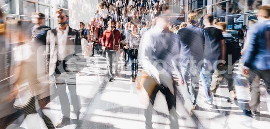 Viele anonyme Leute gehen auf Business Messe  : Stock Photo or Stock Video Download rcfotostock photos, images and assets rcfotostock | RC-Photo-Stock.: