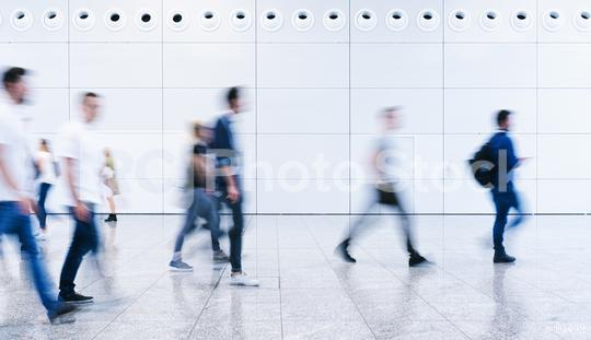 Viele Geschäftsleute gehen durch Flughafen  : Stock Photo or Stock Video Download rcfotostock photos, images and assets rcfotostock | RC-Photo-Stock.: