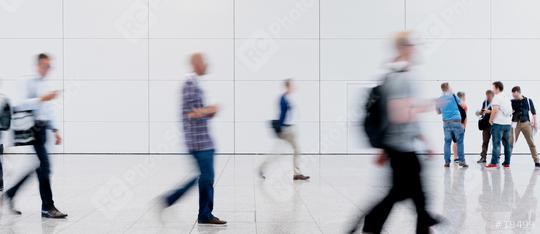 Viele Leute gehen im Einkaufszentrum shoppen  : Stock Photo or Stock Video Download rcfotostock photos, images and assets rcfotostock | RC-Photo-Stock.: